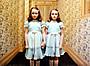 「シャイニング」の双子がツイッター開始 現在46歳のバーンズ姉妹