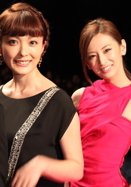 北川景子&錦戸亮「抱きしめたい」初日挨拶で熱烈ハグ