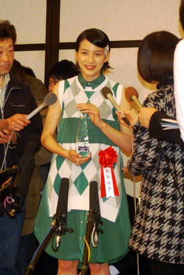 能年玲奈、新人賞受賞でレポーター殺到だじぇじぇ!しっかり受け答え