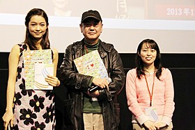 6年ぶりの再会を果たした佐々部清監督と藤澤恵麻(左)「六月燈の三姉妹」