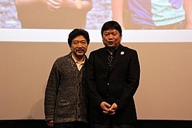 舞台挨拶に立った是枝裕和監督と本広克行監督「そして父になる」