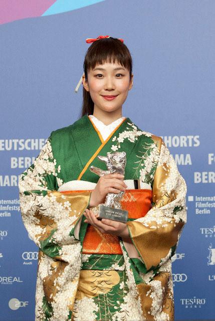 黒木華、ベルリン映画祭銀熊賞を戴冠!日本人では寺島しのぶ以来4年ぶり