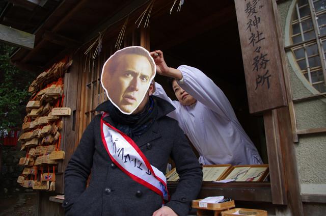 """ニコケイくんが""""髪の神社""""で「フローズン・グラウンド」ヒット祈願!"""