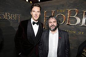 (左より)ベネディクト・カンバーバッチとピーター・ジャクソン監督「ホビット 竜に奪われた王国」