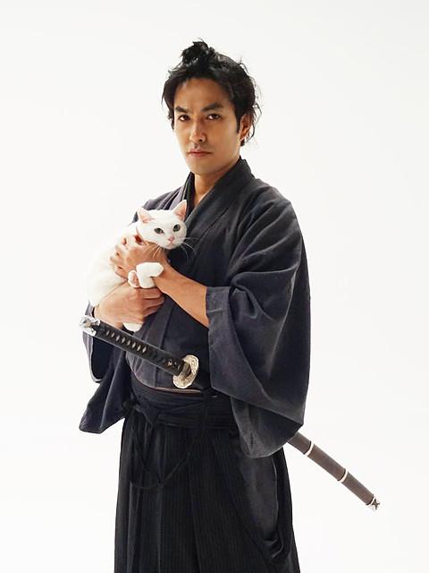 北村一輝、「真似できないユルさが魅力」の「猫侍」でネコに萌える侍に