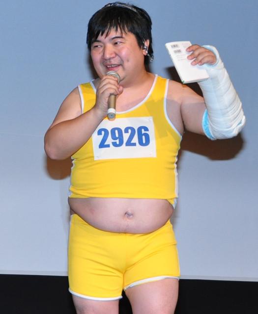 井口昇監督、雪道転倒での骨折は過去作品の呪い?