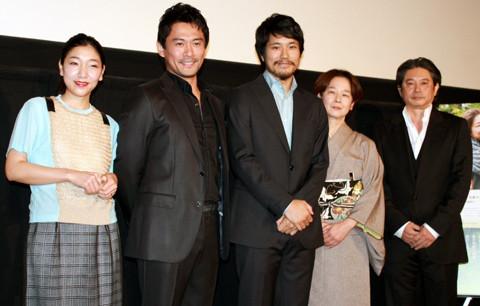 松山ケンイチ「家路」での2年ぶり初日舞台挨拶は独壇場でしゃべり続けの猛アピール