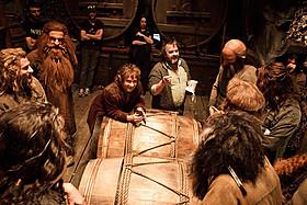 酒だるでの脱出シーンの舞台裏もチェック!「ホビット 竜に奪われた王国」