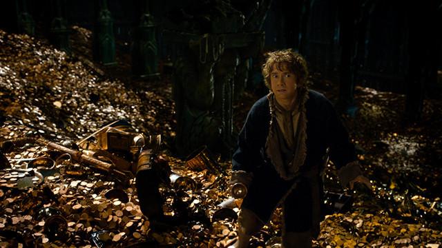 """エレボールの地下にある宝物庫で、ビルボはついに""""邪竜""""と対面する!"""