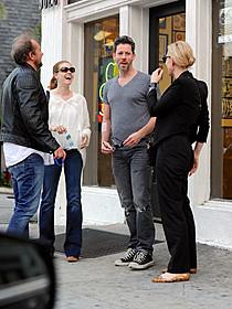タトゥパーラー前で談笑する ケイト・ブランシェット&エイミー・アダムスら「ブルージャスミン」