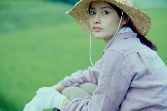 橋本愛が農作業&手料理で自給自足生活「リトル・フォレスト」特別映像公開