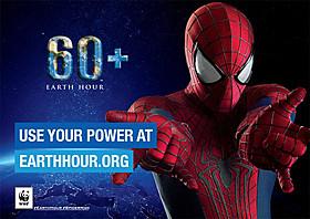 「60+」の文字は、「60分間電気を消そう」 「可能なことをプラスアルファで」というメッセージ「アメイジング・スパイダーマン2」
