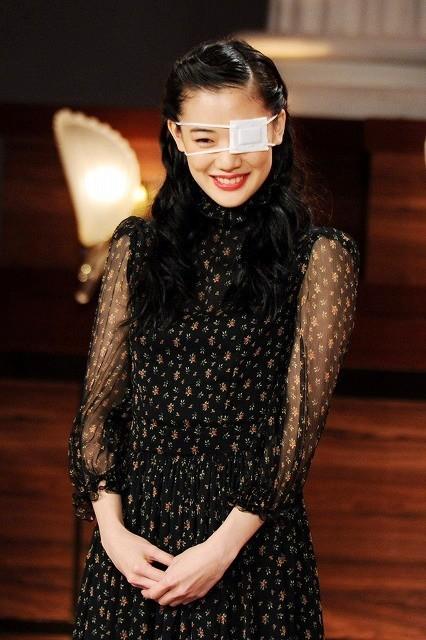 【第37回日本アカデミー賞】豪華女優陣が美の競演 蒼井優は眼帯姿で照れ笑い