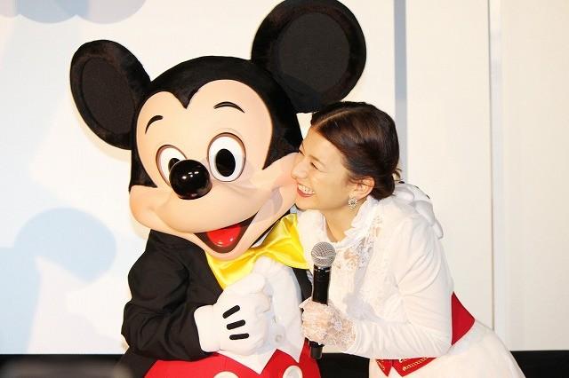 超貴重!ミッキーマウス、映画PRイベントにサプライズ登場でファン歓喜