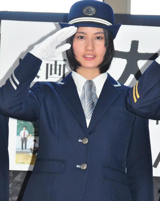 橋本愛、「あまちゃん」の北三陸に続き「大人ドロップ」でミス伊豆急に就任!