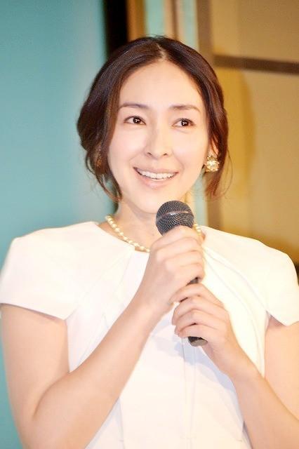 麻生久美子、美肌の秘けつを語る「なるべく日焼けをしない」