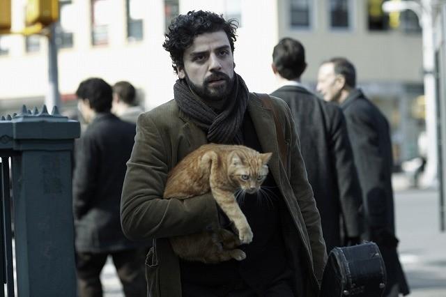コーエン兄弟新作、猫を抱えたフォークシンガーがさすらう予告編公開