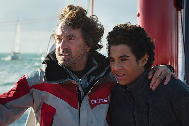 孤立無援の大海原で男の友情を描く「ターニング・タイド 希望の海」予告編