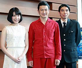 ゲネプロで意気込みを見せた中村獅童(中央)と片桐仁、村川絵梨