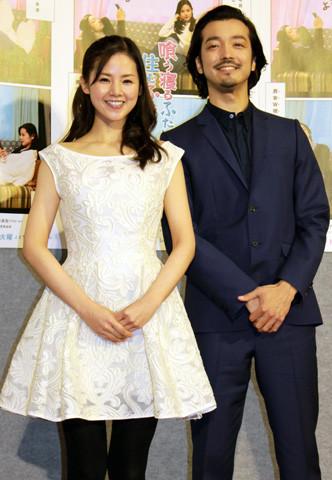 """新婚・金子ノブアキ、""""同棲8年の恋人""""小西真奈美を「尻に敷かれています」と絶賛"""