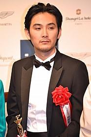 授賞式に出席した松田龍平「舟を編む」