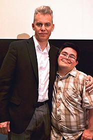 来日したトラビス・ファイン 監督と俳優のアイザック・レイバ「チョコレートドーナツ」