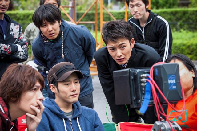 岡田将生がカメラマンに!?「オー!ファーザー」メイキング映像公開