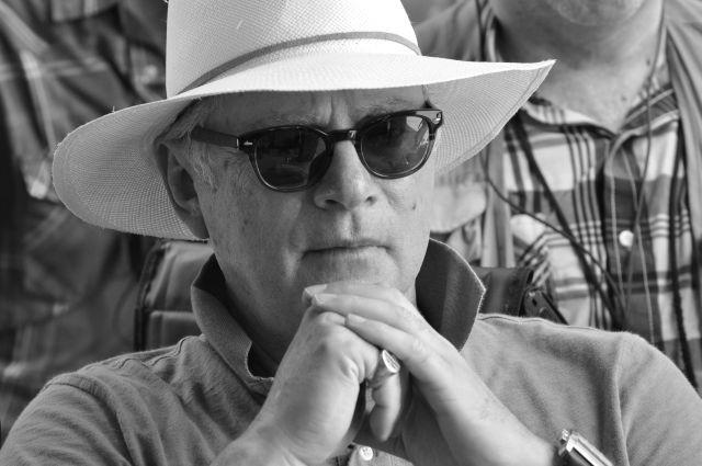 「レインマン」B・レビンソン監督、実話題材のパニックスリラーで環境破壊に警鐘