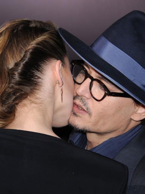 ジョニー・デップと婚約者アンバー・ハードのキス現場をキャッチ
