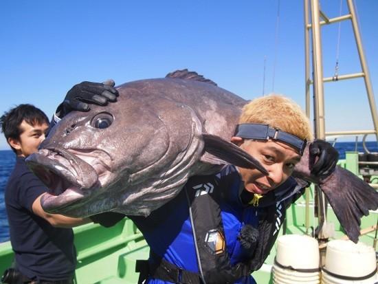 ロンブー亮、40キロ深海のモンスター釣った!アブラボウズとの激闘放送へ