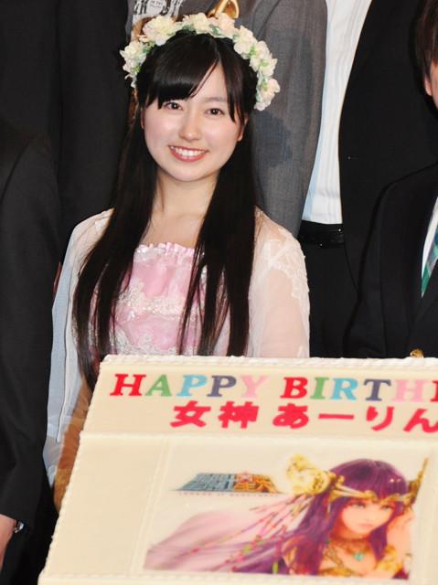「ももクロ」佐々木彩夏、18歳の誕生日に18万円ケーキ!