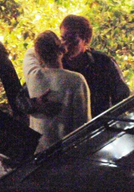 交際説浮上のタランティーノとユマ・サーマンが熱烈キス