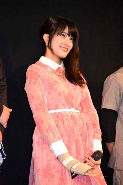 AKB48・入山杏奈、ギプス姿でも笑顔「この夏最高のホラー作品になった」