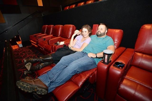 米映画館チェーン、リクライニングシートに変更し動員増加