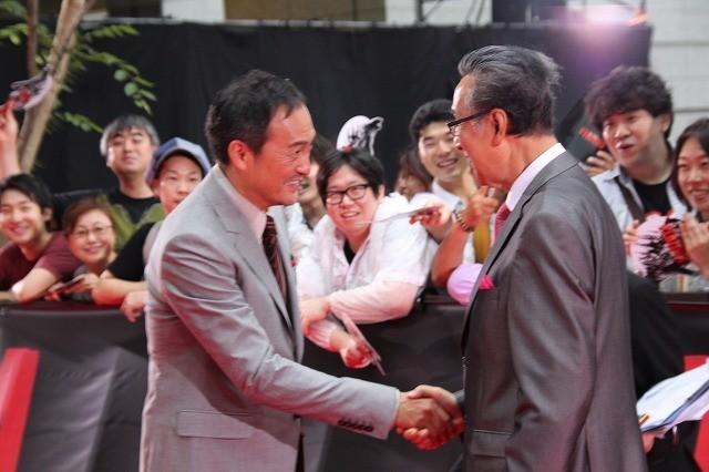 渡辺謙&宝田明「GODZILLA」ジャパンプレミアで固い握手