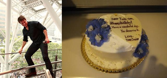 福岡会場でのトム(左)と 戸田奈津子さんに贈ったバースデーケーキ