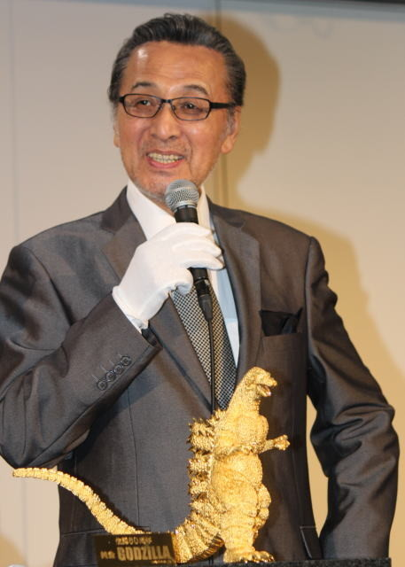 宝田明、純金ゴジラと対面!渋谷で生誕60周年記念した「G博」開幕