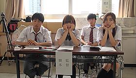 映画制作に打ち込む高校生たちの、ひと夏の青春を描く「砂をつかんで立ち上がれ」