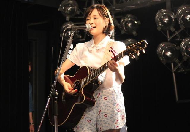大原櫻子「カノ嘘」劇中歌を生披露!ベースを弾くのは佐藤健?