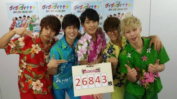 日韓男性グループ「BEE SHUFFLE」、課題の2万5000枚クリア