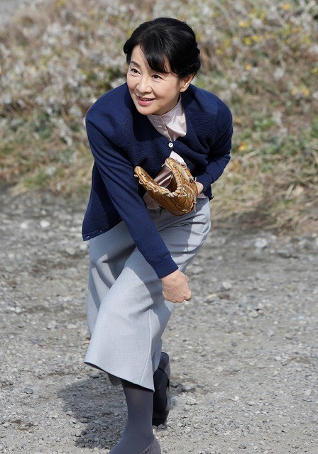 吉永小百合、鶴瓶もビックリの豪腕ぶり 20年ぶりの投球を披露