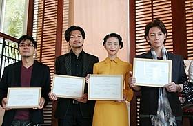 親善セレモニーに出席した(左から) 大友啓史監督、青木崇高、武井咲、佐藤健「るろうに剣心」