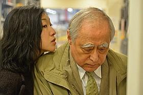 """万引きする津川に""""おしかけ""""ようとする安藤サクラ「0.5ミリ」"""