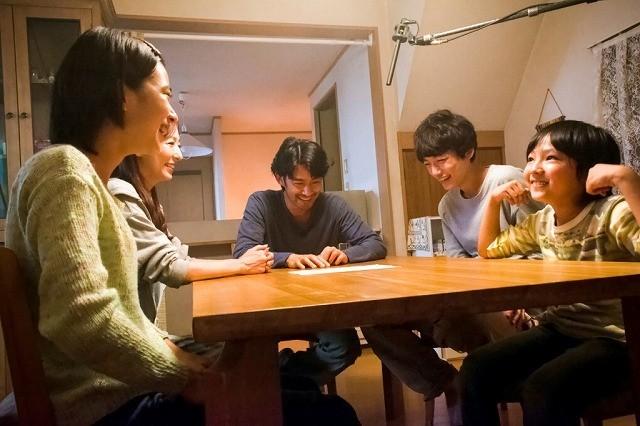 人気モデル・坂口健太郎&成長株・黒島結菜「at Home」で竹野内&松雪と家族役