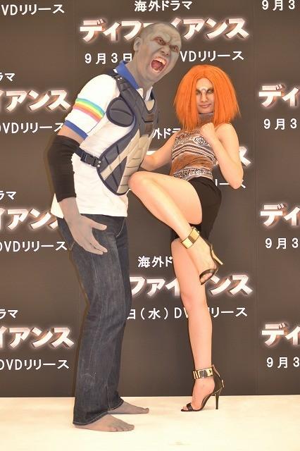 """""""頭突き瓦割り""""CMの武田梨奈、芸人・おにぎりをハイキックでノックアウト! - 画像2"""