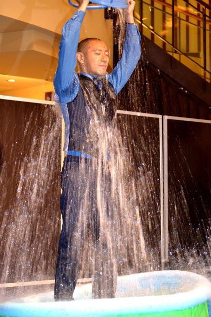 くまモンから指名された海老蔵、ALS支援「アイス・バケツ・チャレンジ」するも「指名はしない」