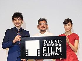 (左から)ハリー杉山、庵野秀明監督、岡本あずさ「ベイマックス」