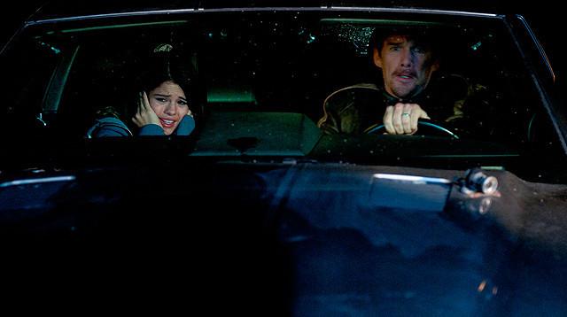 セレーナ・ゴメス、イーサン・ホークの運転に「死ぬかと思った」