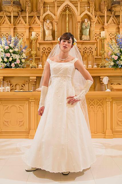 岡田将生、主演映画で人生初のウエディングドレス 新婦になって新朗とのキスも