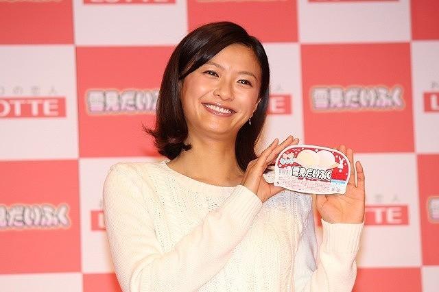榮倉奈々「雪見だいふく」頬張りモゴモゴ 「こたつで食べるのがたまらない!」